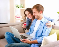 shopping-online-happy-couple